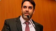 Nelson Hossri protocola requerimento de informações sobre a falta de macas no Hospital
